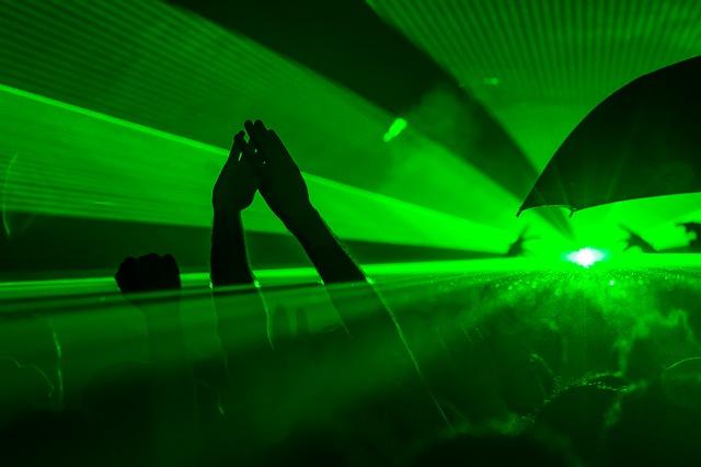 лазерное шоу на концерте фото